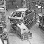 le premier chariot agv dans l'industrie automobile